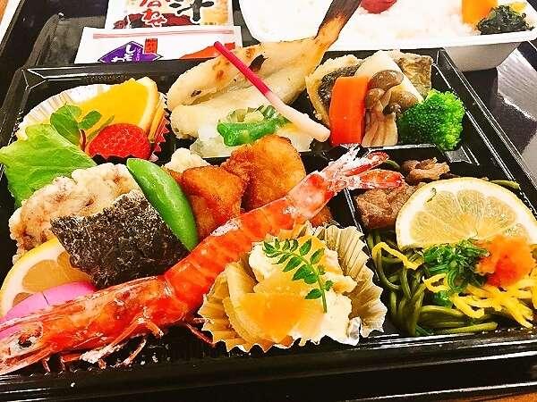 山口県名物をふんだんに取り入れた御夕食のお弁当♪(*^^*)