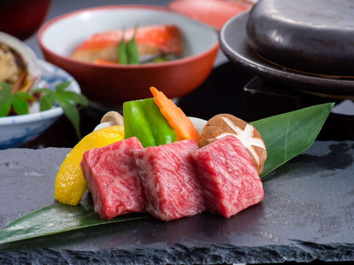 和会席(台物):黒毛和牛の石焼。魚介だけでない和食の愉しみ。