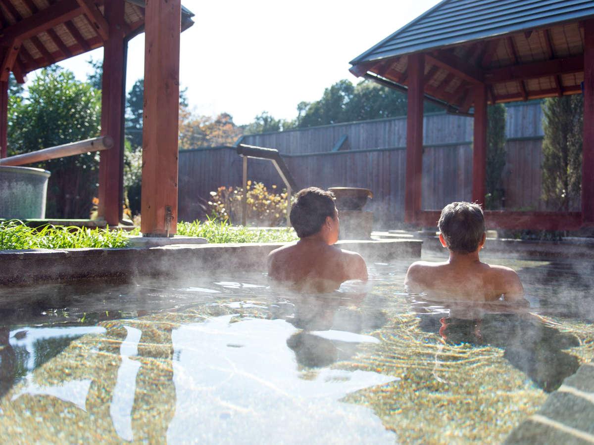 広々とした大露天風呂で旅の疲れを癒してください。