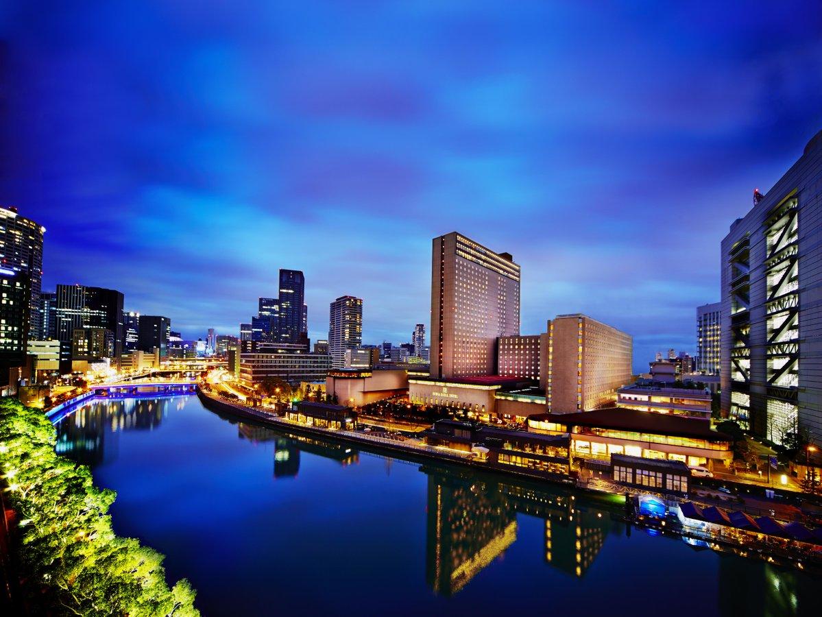 堂島川の畔に建つリーガロイヤルホテル