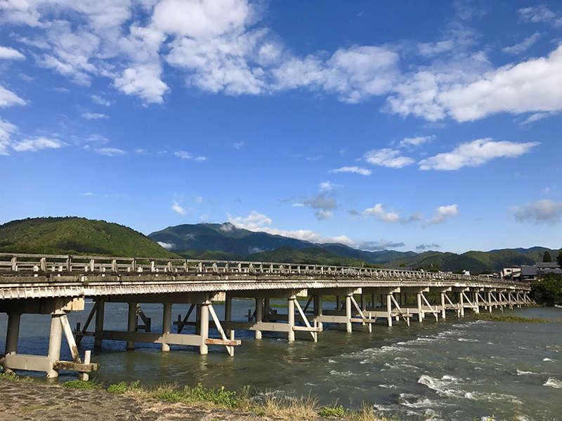 嵐山・渡月橋(電車やバスで約40分)