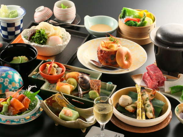信州サーモンや信州牛をご堪能いただける当館最上級のご夕食。