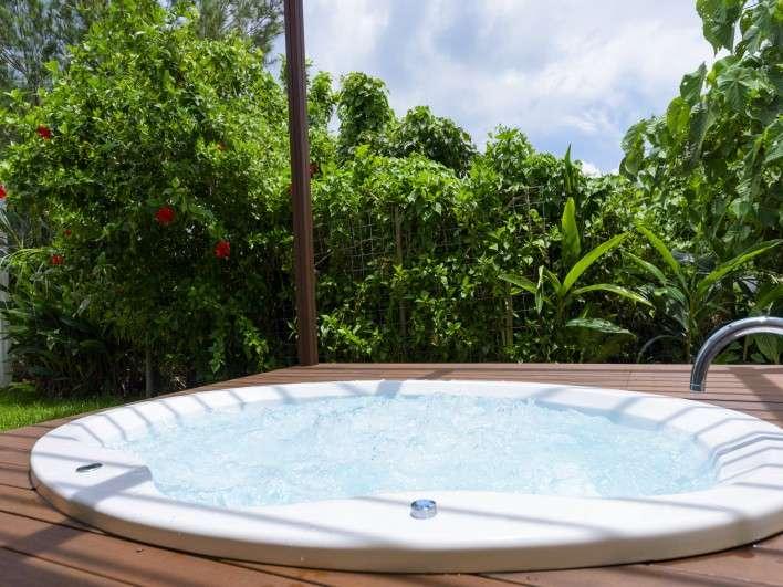 沖縄の太陽を浴びながらジャグジーを堪能