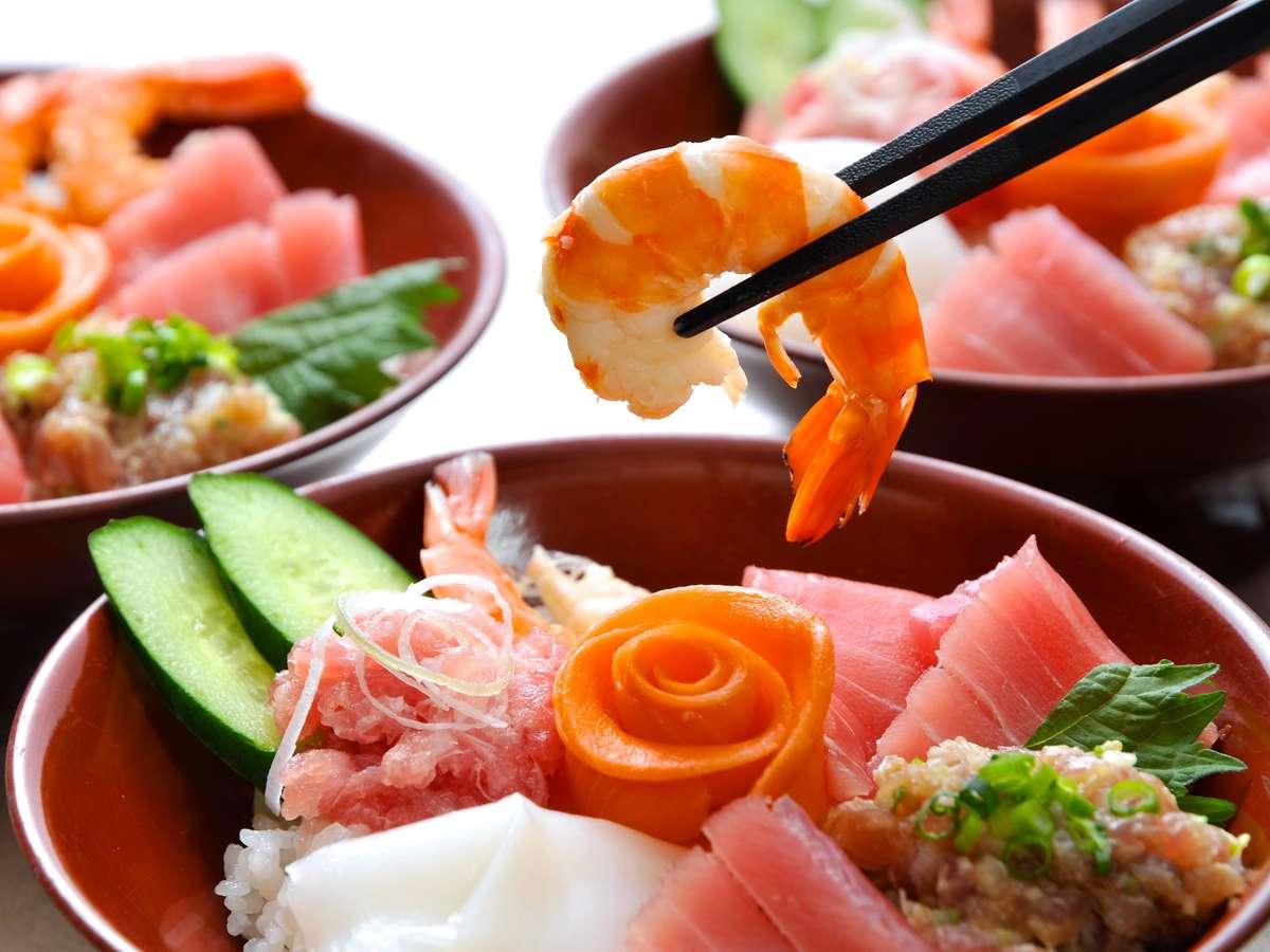 ネタ乗っけ放題お好みで作れる海鮮丼!