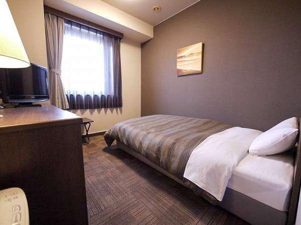 【シングルルーム】約10㎡の客室です。ベッド幅は120cmあり、ゆっくりお寛ぎいただけます♪