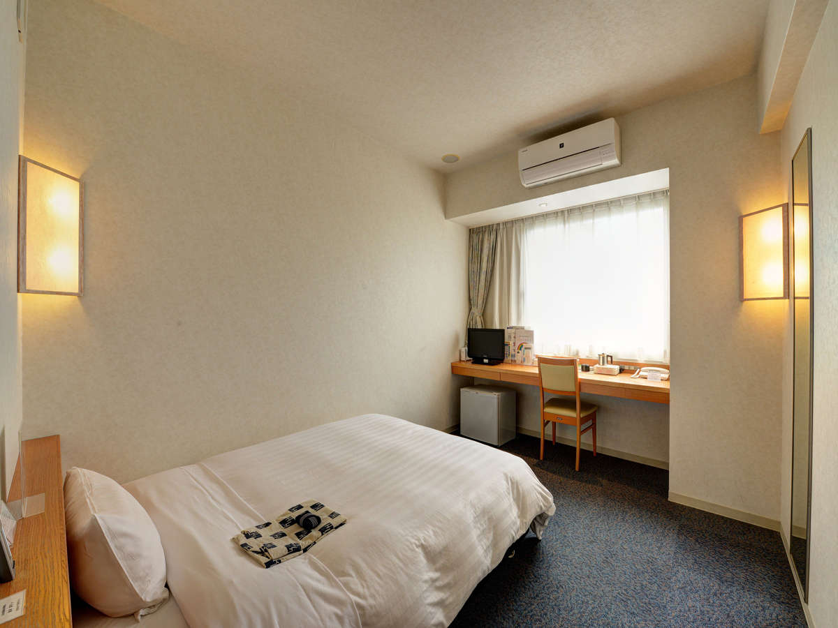 【*シングルルーム】18平米×140cm幅のダブルベッド設置。