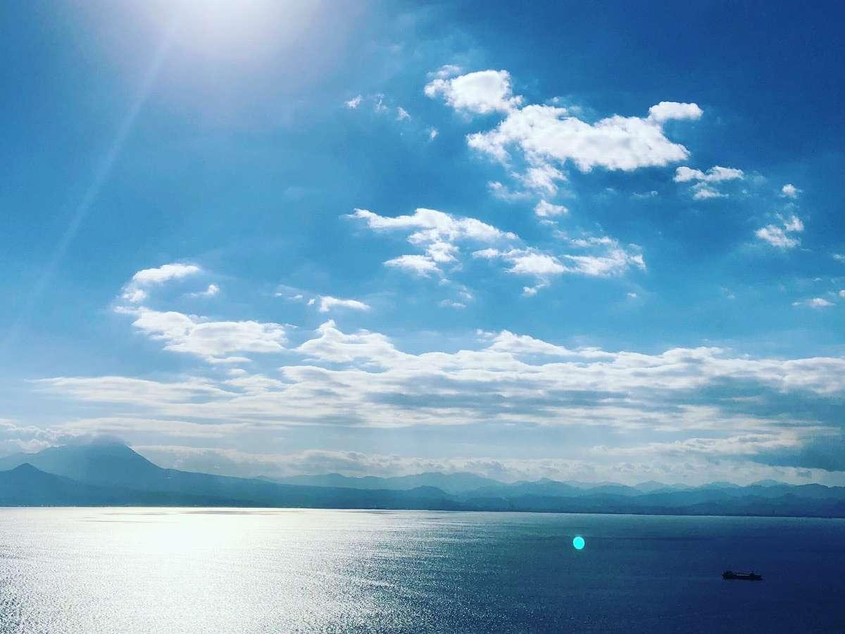 眼前に広がる美保湾と伯耆大山の雄姿を余す所なく眺望いただけます。