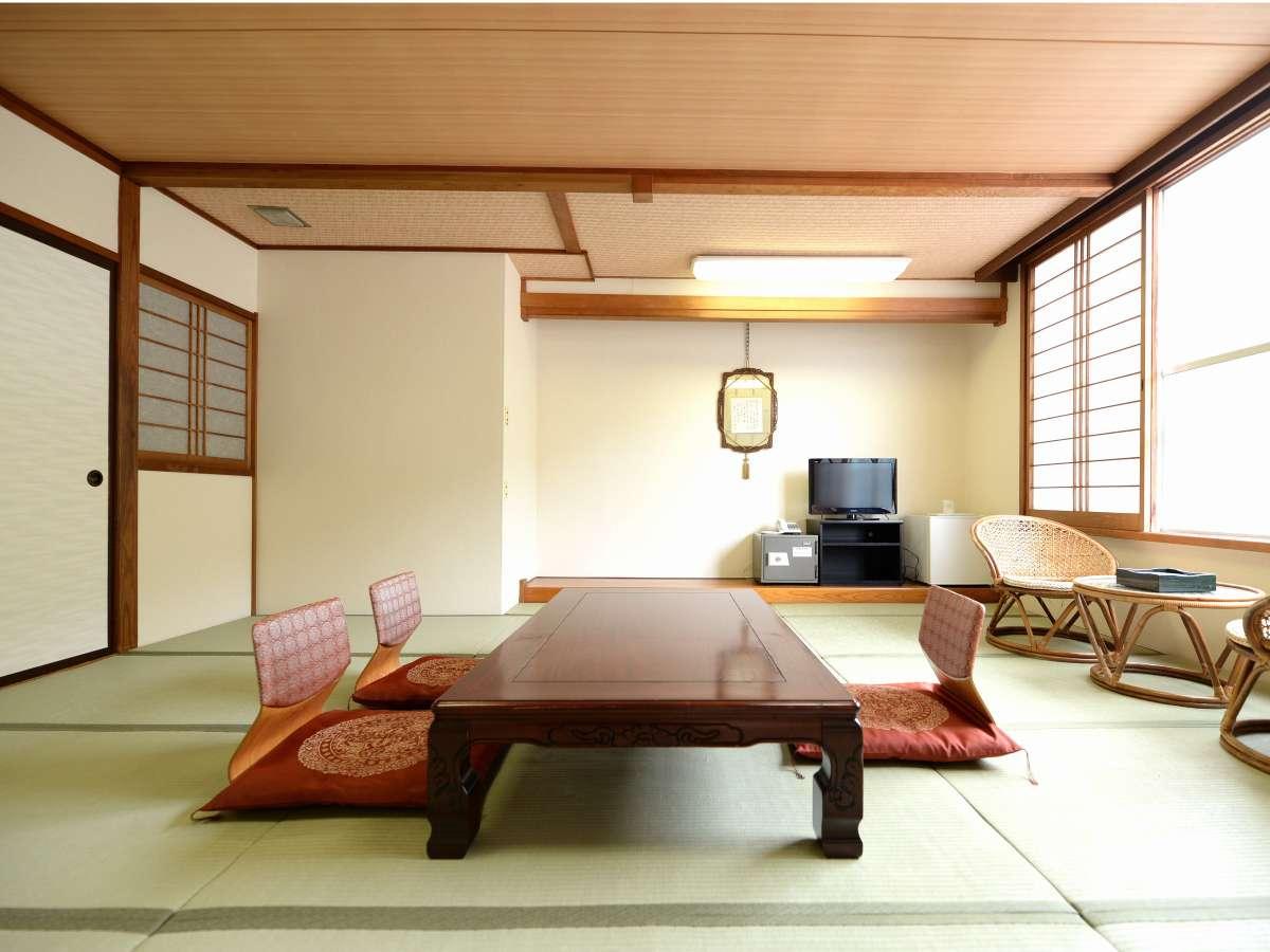 のんびりおくつろぎいただける和室(山側一例)