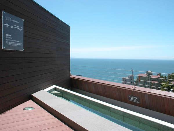 「屋上足湯スカイテラス」で、海を眺めのんびりお寛ぎ下さい。