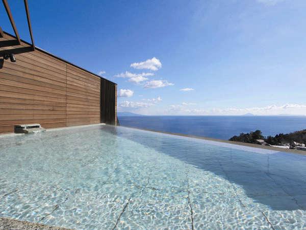 屋上露天「薫風~KUMPU~(薫の湯)」 『熱川の海を眺めながら癒しのひとときを。』