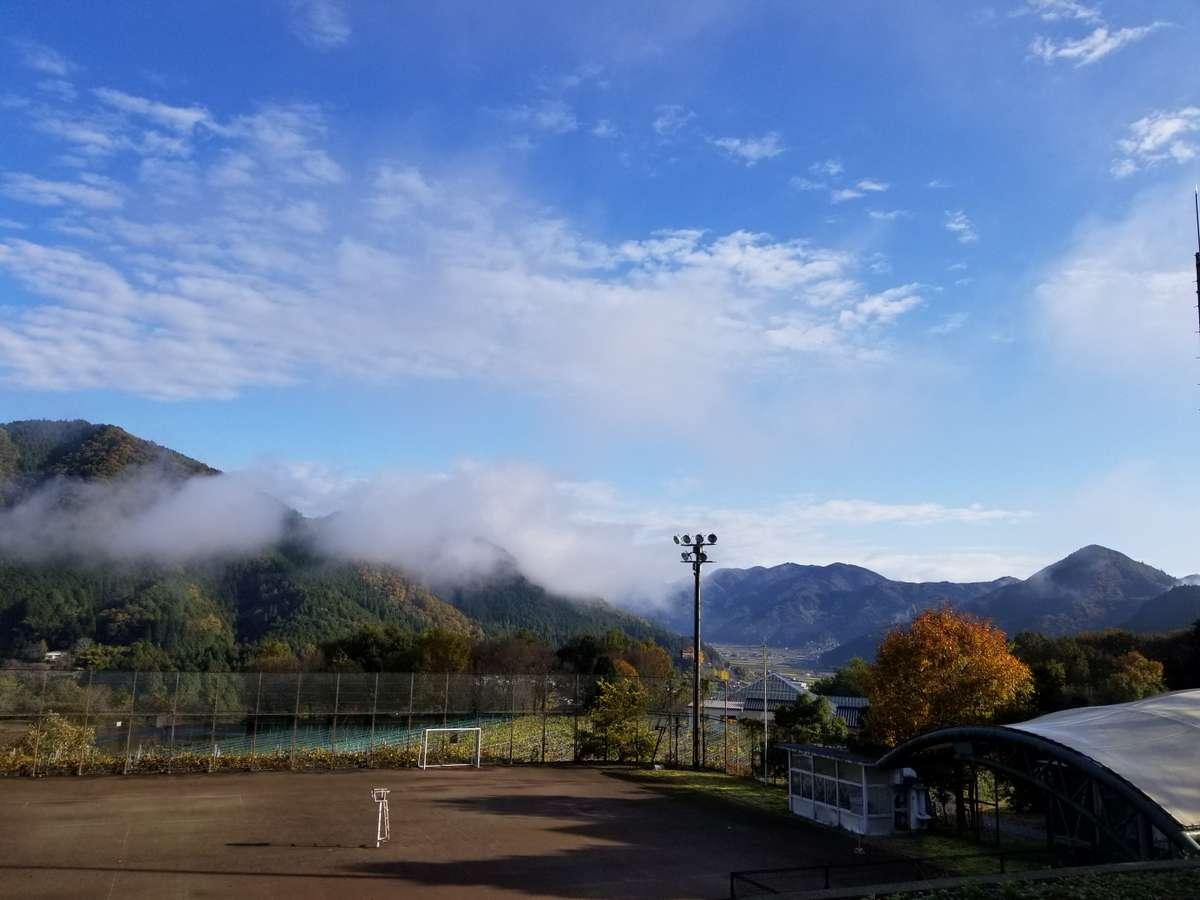 夜久野荘から望む里山