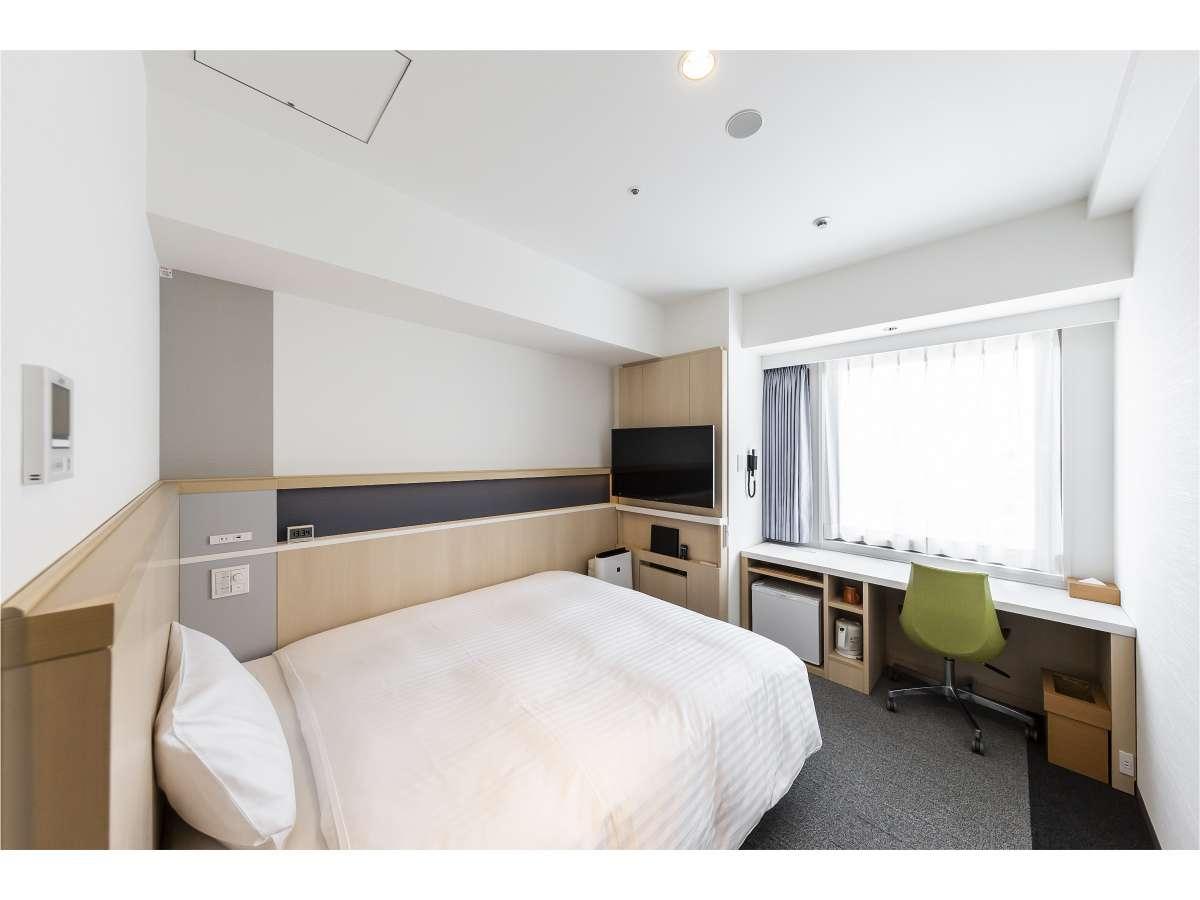 デラックスシングルルーム 広さ15㎡ サータ社160cm幅クイーンベッドを採用しております。