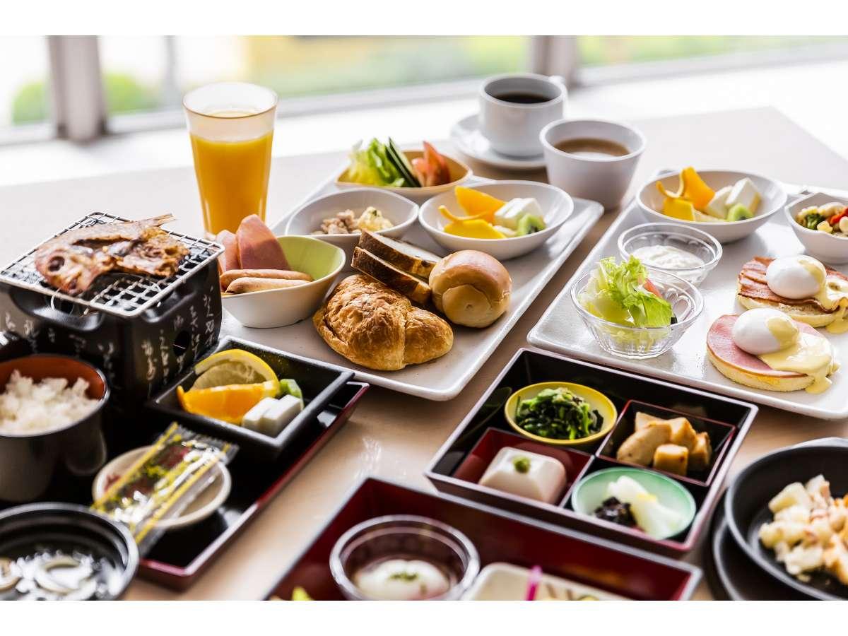 朝食は、和食・洋食からお選びいただく日替わりのセットメニュー1100円(税込)