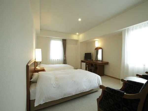 『コンフォートツイン客室』約26平米。ベット幅はセミダブルサイズの123cm。