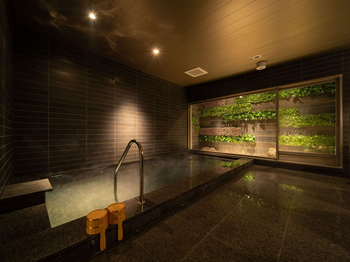 天然温泉ひなたの湯。溶け込んだ成分を感じるには、やっぱり天然温泉!