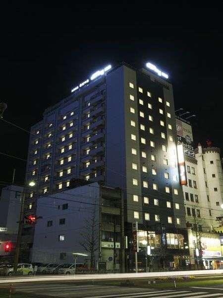 ■夜のホテル 近隣にはコンビニもあり♪