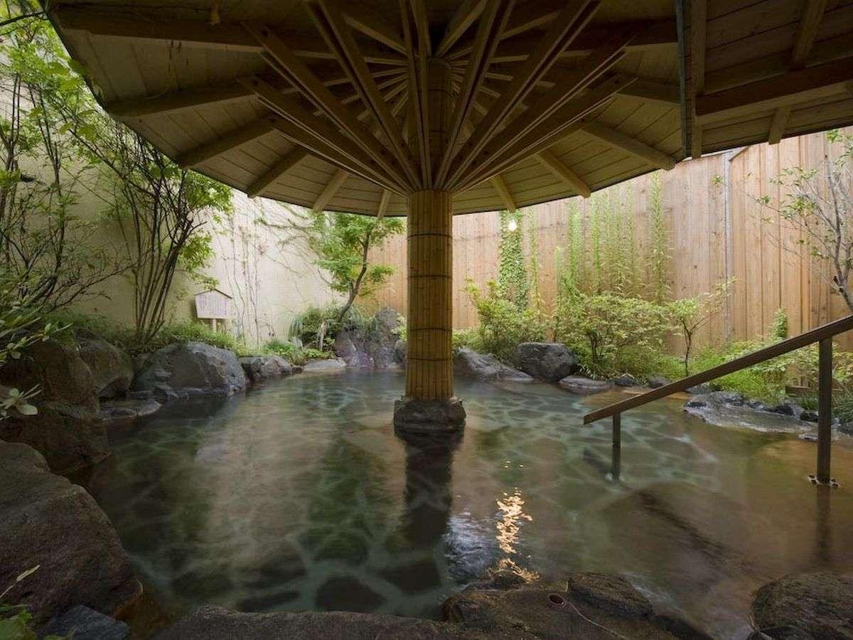 『いろはの湯』露天風呂。夜とは違う趣で。。