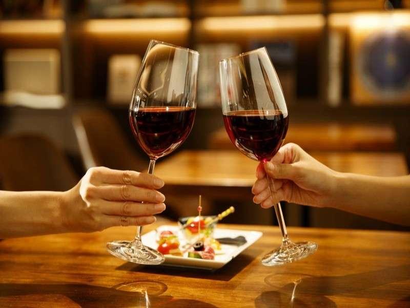 18:00~22:00はライブラリーラウンジ「シルク」にてアルコールをご提供致しております。