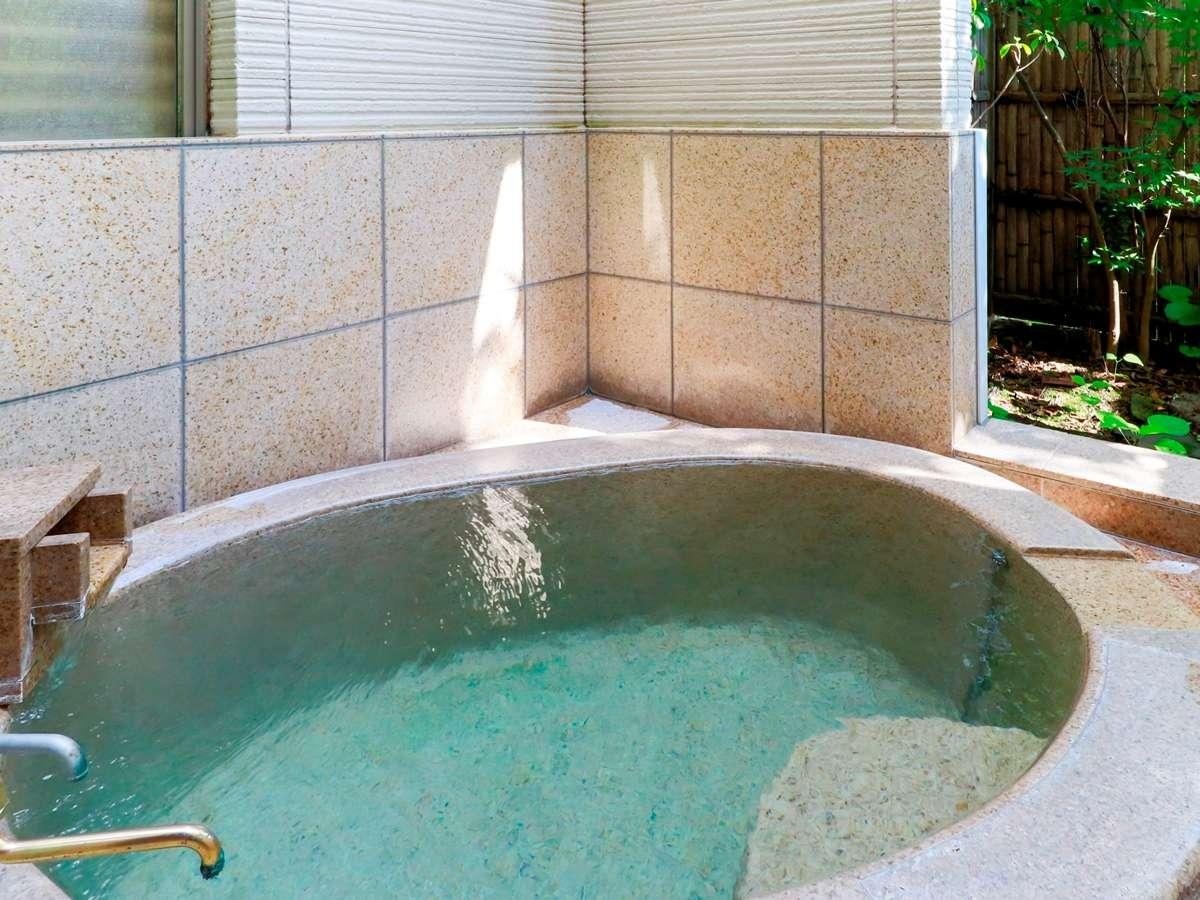全てのお部屋に源泉掛け流しの浴室(内湯・外湯)をご用意しております