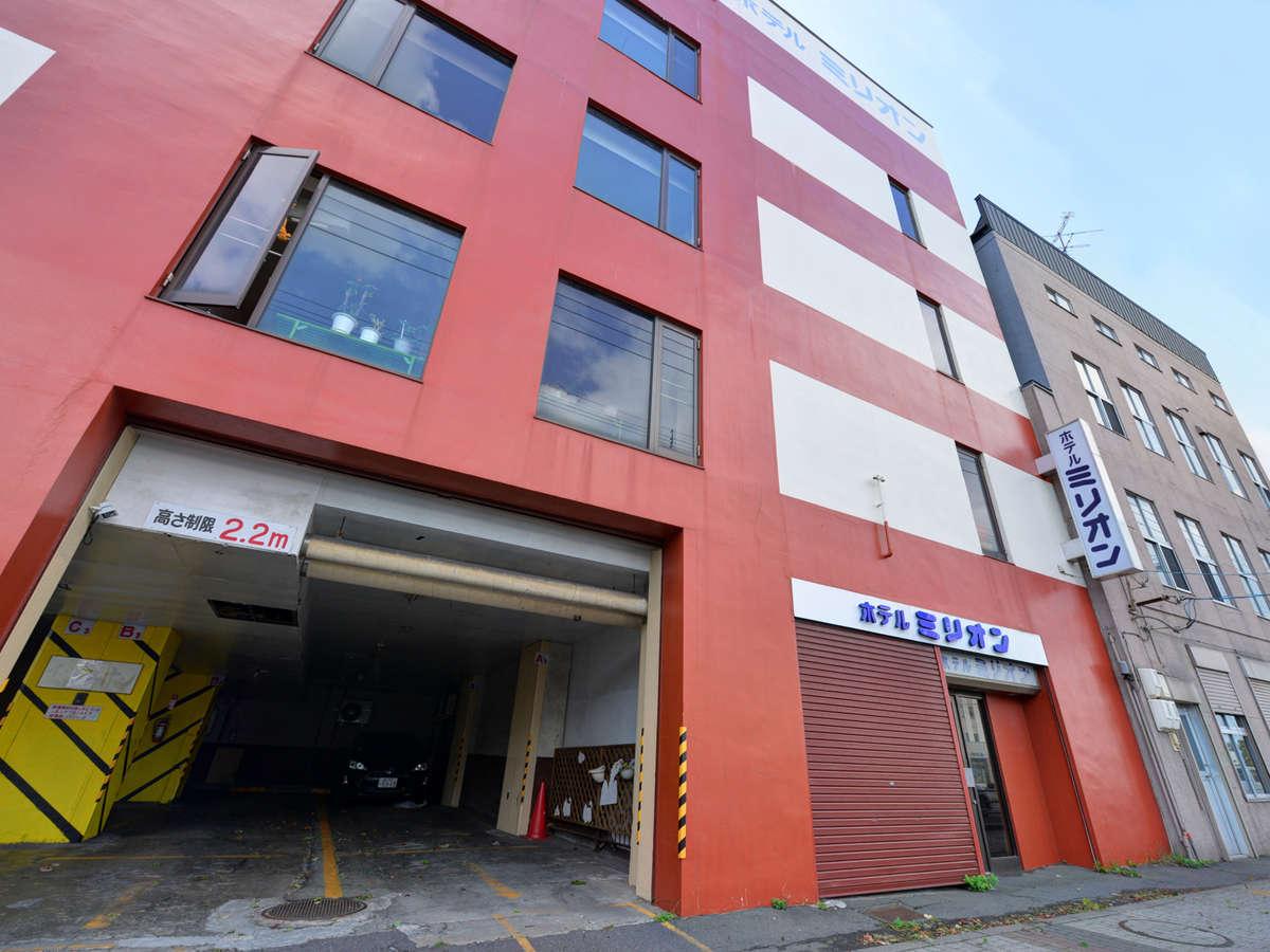 *<外観>室蘭駅から徒歩3分。サービスとアクセスが自慢のビジネスホテルです。
