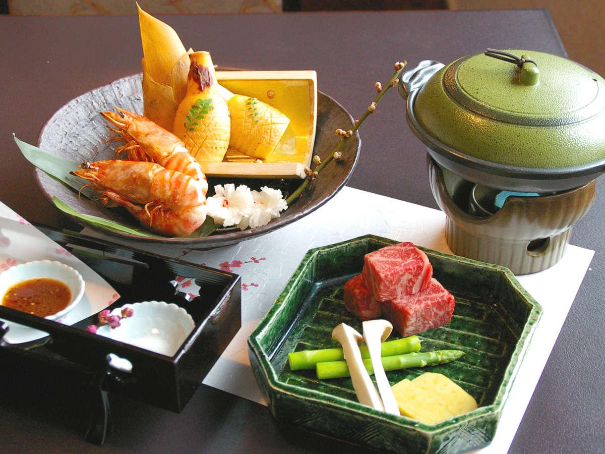 【夕食一例(和食)】旬の食材を中心に海山の幸を用いたお料理です