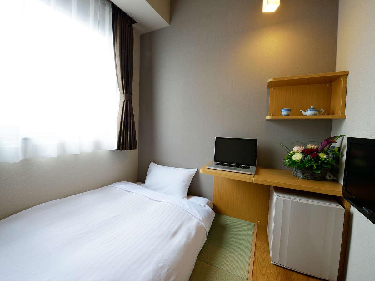 コンパクトながら和みの空間、和室シングルルームです。