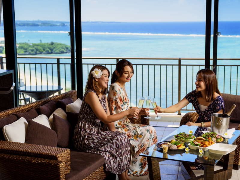広々とした客室は 美しい海を向こうにプチパーティーも盛り上がります♪