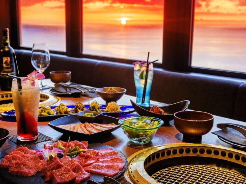 アネックス最上階にある琉球BBQ「Blue」 夕刻には美しい夕陽が食卓を照らします