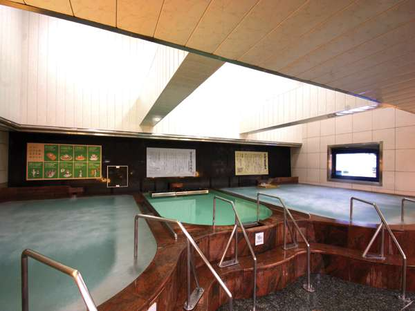 大浴場:4種の浴槽(ゲルマニウム・高温湯・ジャグジー・備長炭凛水風呂)と休憩所・大型液晶TV設置