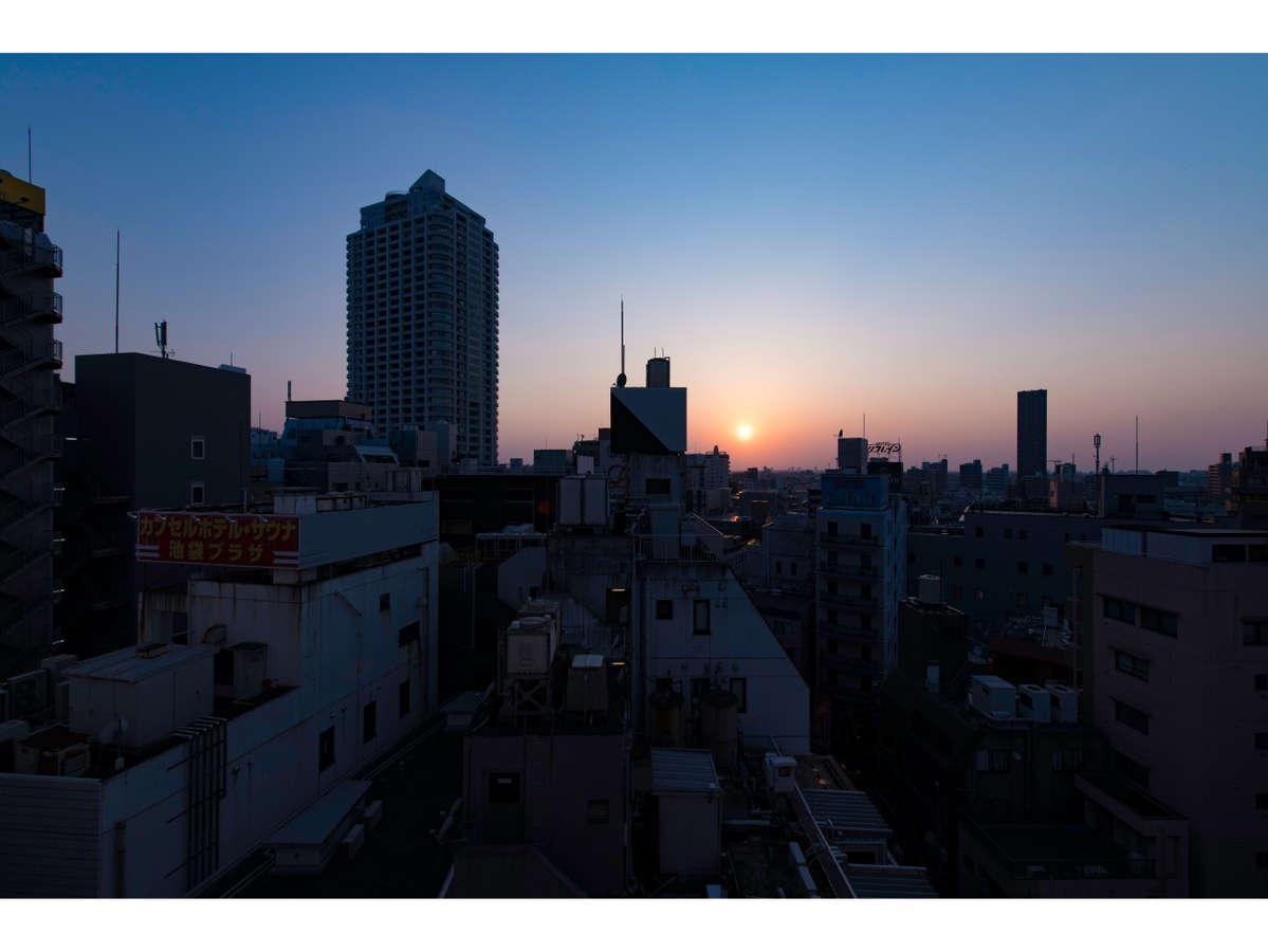 移ろいゆく都会の風景を感じることができるのも、hotel Siroならではの楽しみ方です。(c)Ryota Atarashi