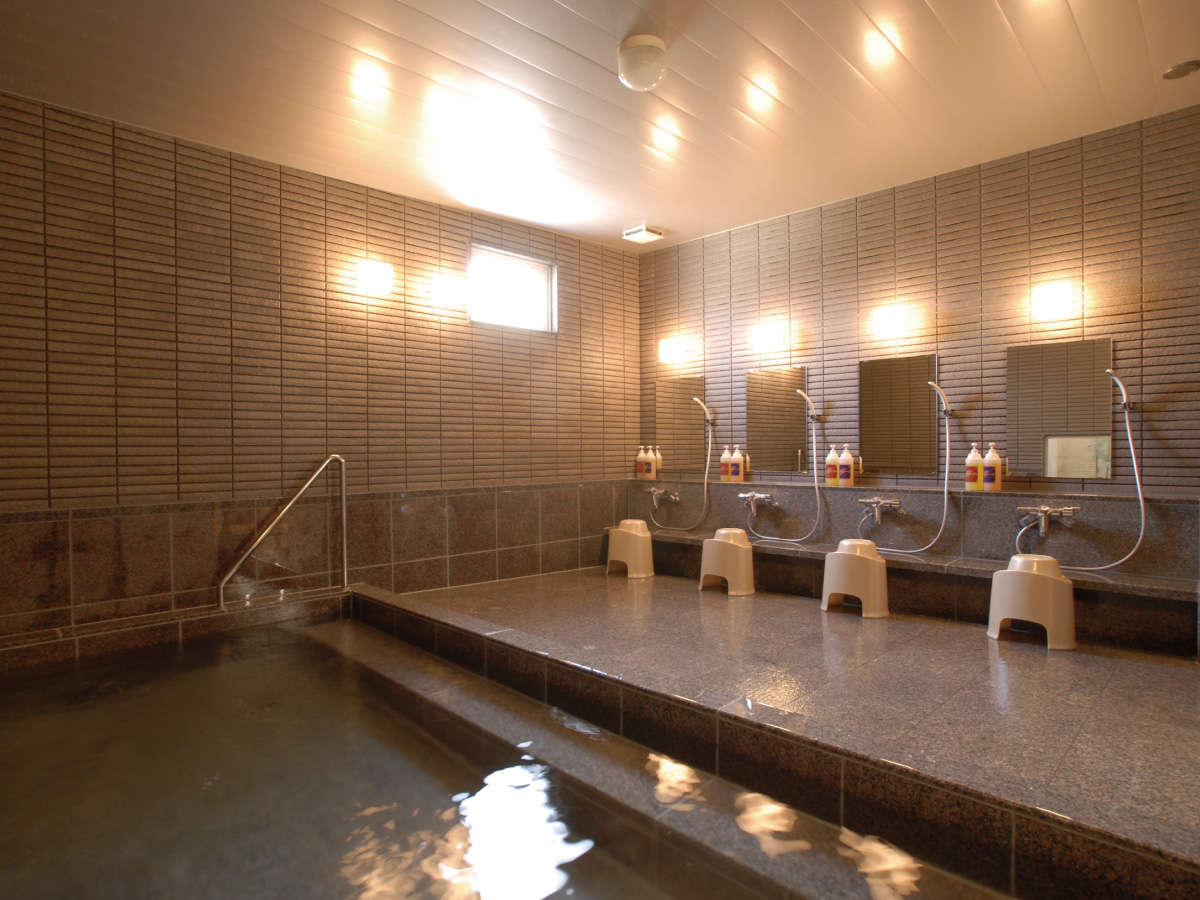 [男女別大浴場] ご利用時間 16:00~24:00、6:30~9:00 写真は男湯になります。