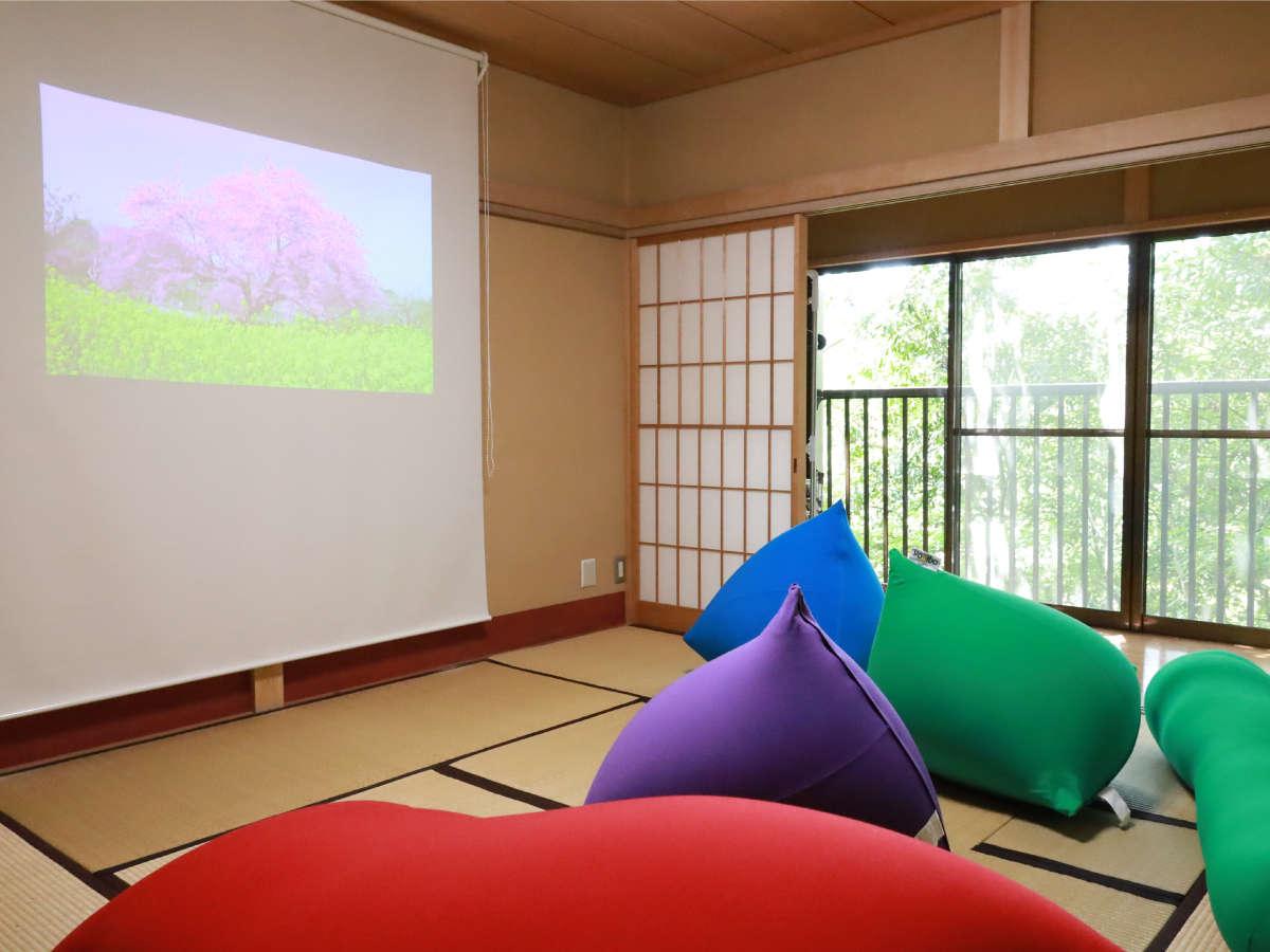 【自然郷玄岳台1-908】和室にYogiboとPopIn Aladdinを設置したシアタールーム♪