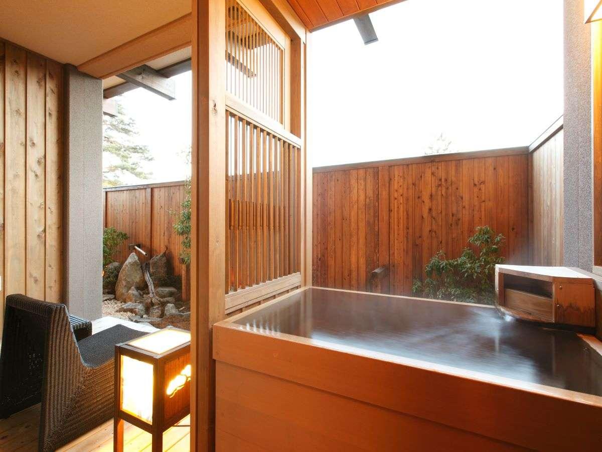 【客室】一階客室は箱庭付きのお部屋でございます。/Room on the 1st floor with miniature garden.