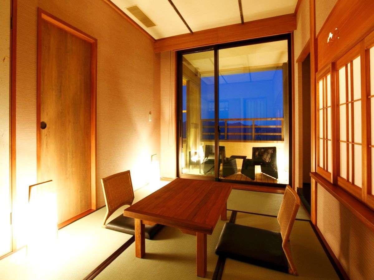 【客室】落ち着きのあるゆったりとした空間。Living Room