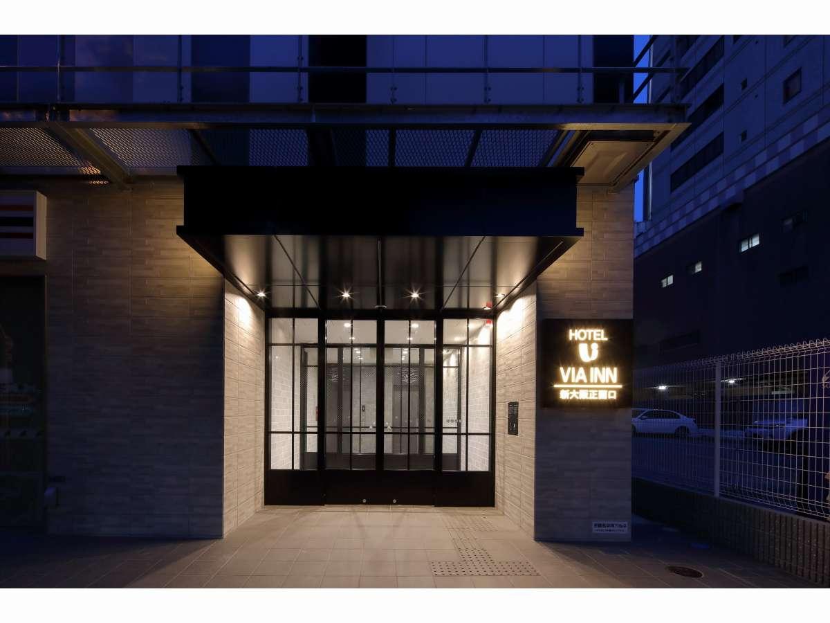 ホテルエントランス(大阪メトロ御堂筋線7番出口より徒歩1分)