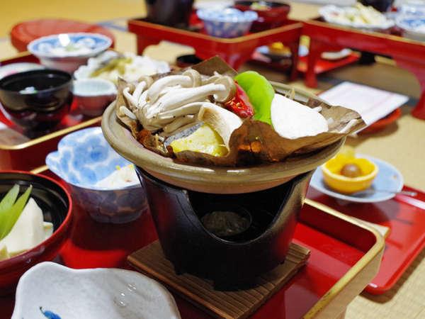 季節の味覚を使用した精進料理をお部屋でお召上がり下さい。