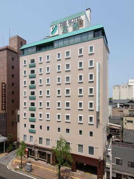 古町商店街に隣接するホテル外観