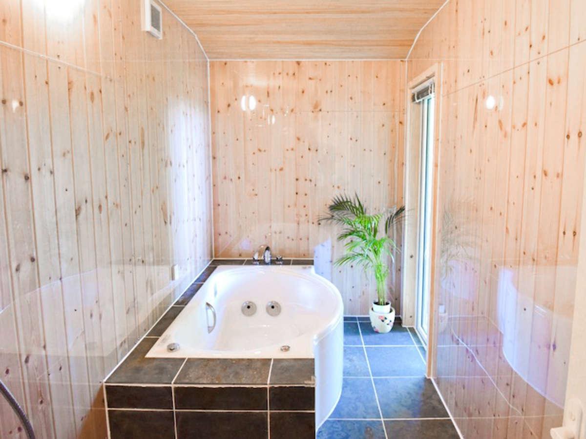 *バスルーム/新しい木の香りが心地よい癒しの空間