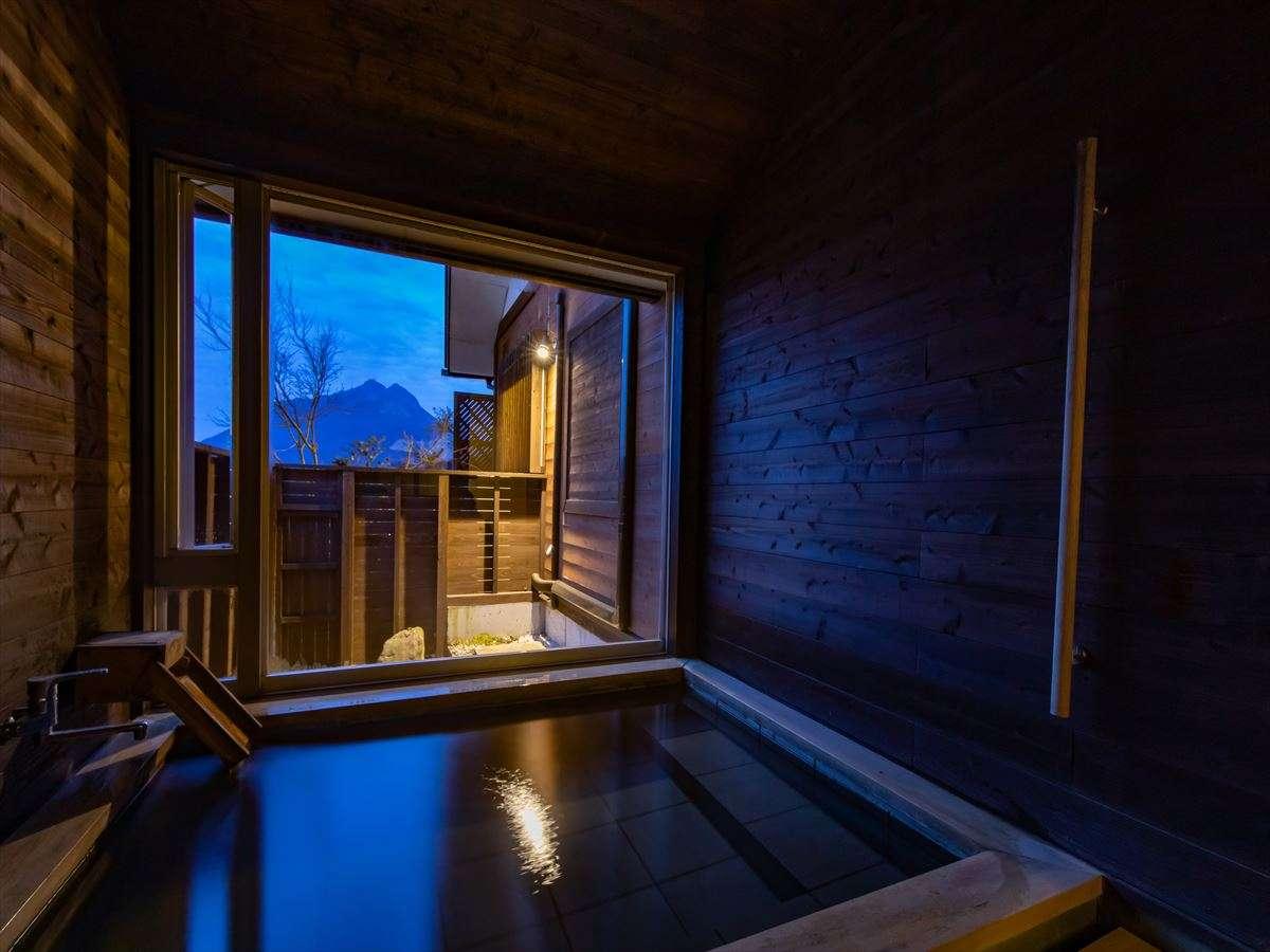 【蔓-つる-】浴室 由布岳望むゆったりとした浴槽へトロトロの源泉かけ流し