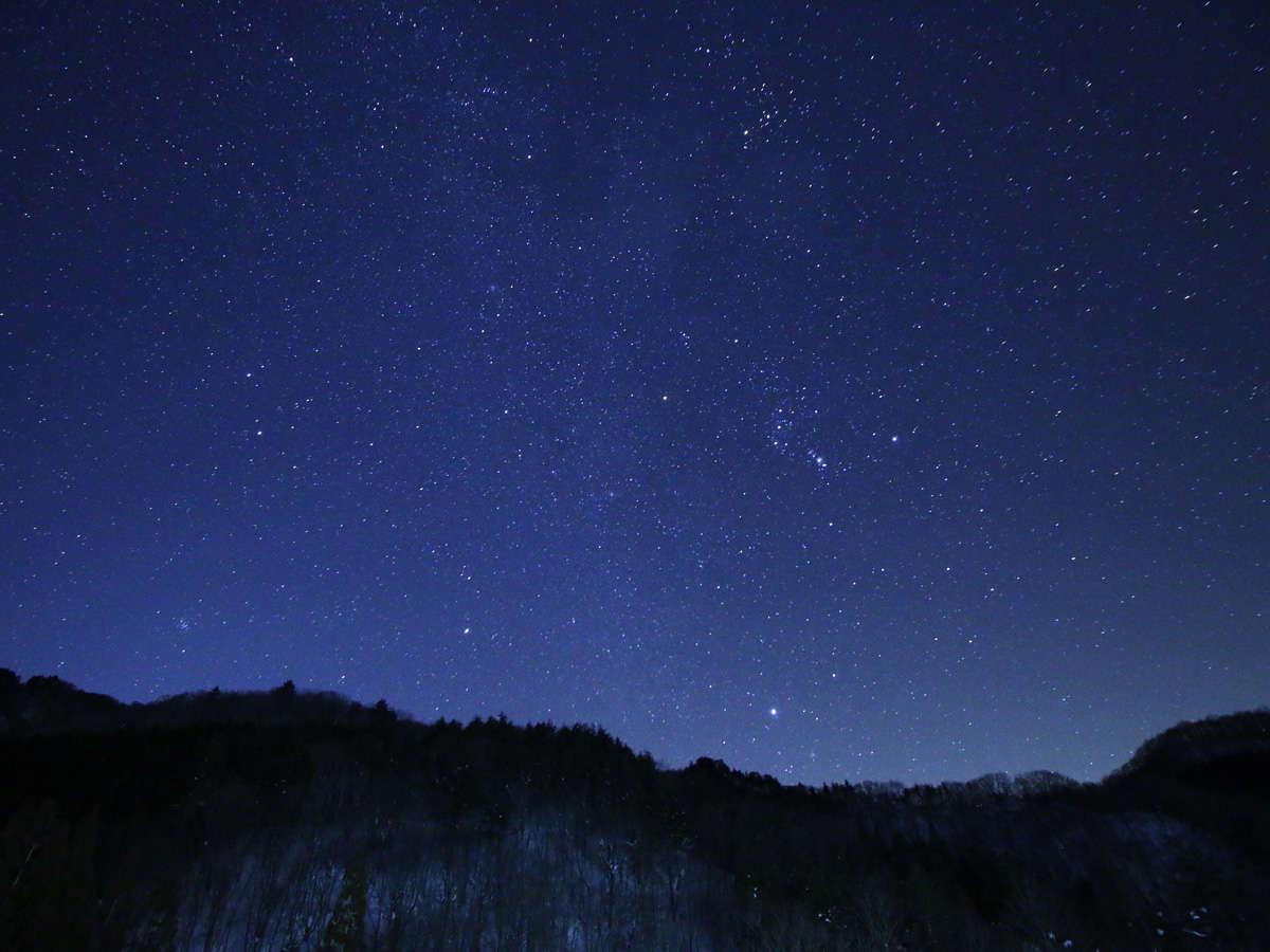 【星空】夜には満天の星空が広がる自然豊かな場所に位置する宿