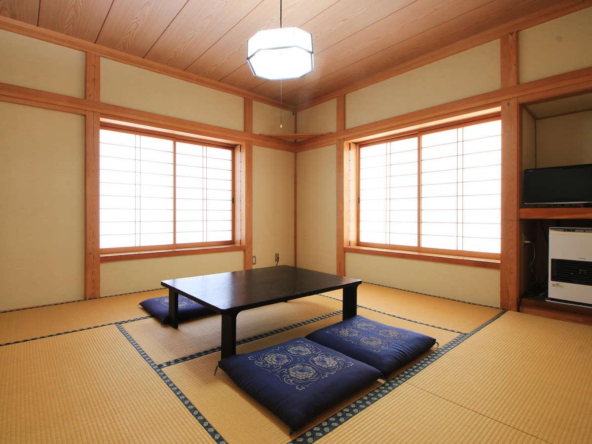 ご家族に人気の10畳和室のんびりとお寛ぎください。