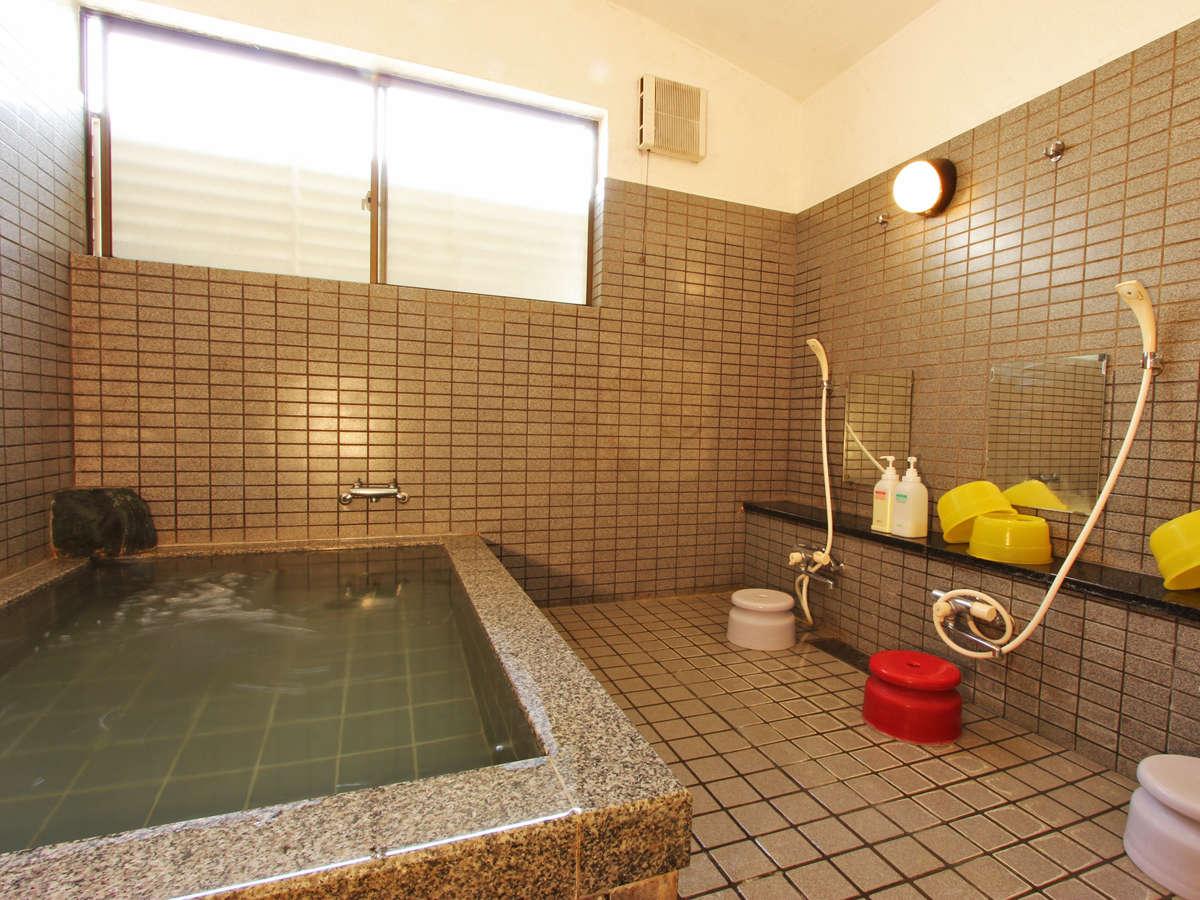 お風呂は天然温泉「八丁浜小浜温泉」です。ごゆっくりとお楽しみください。