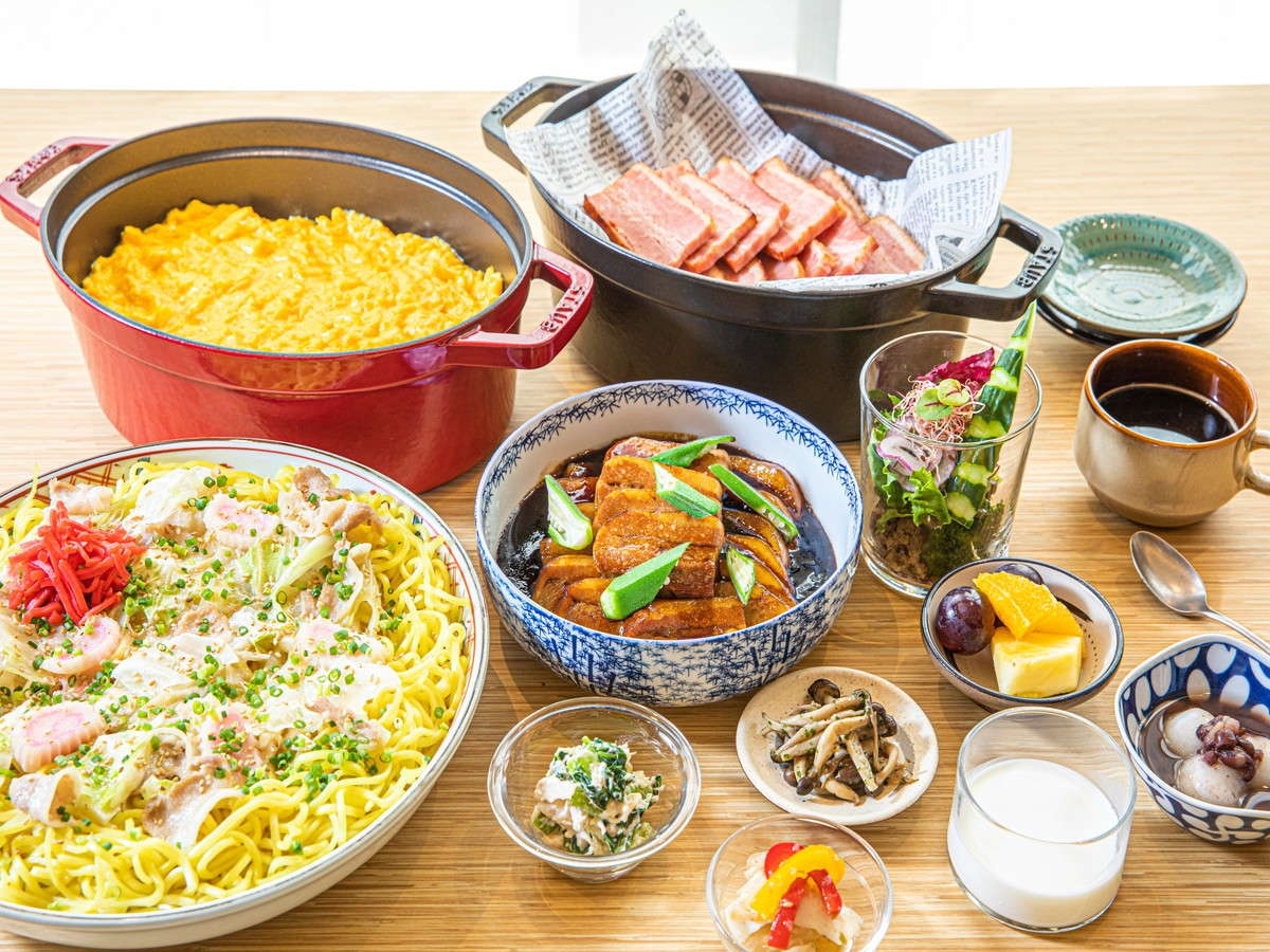 【朝食】博多の郷土料理、九州各地の名物料理など約70種をご用意。