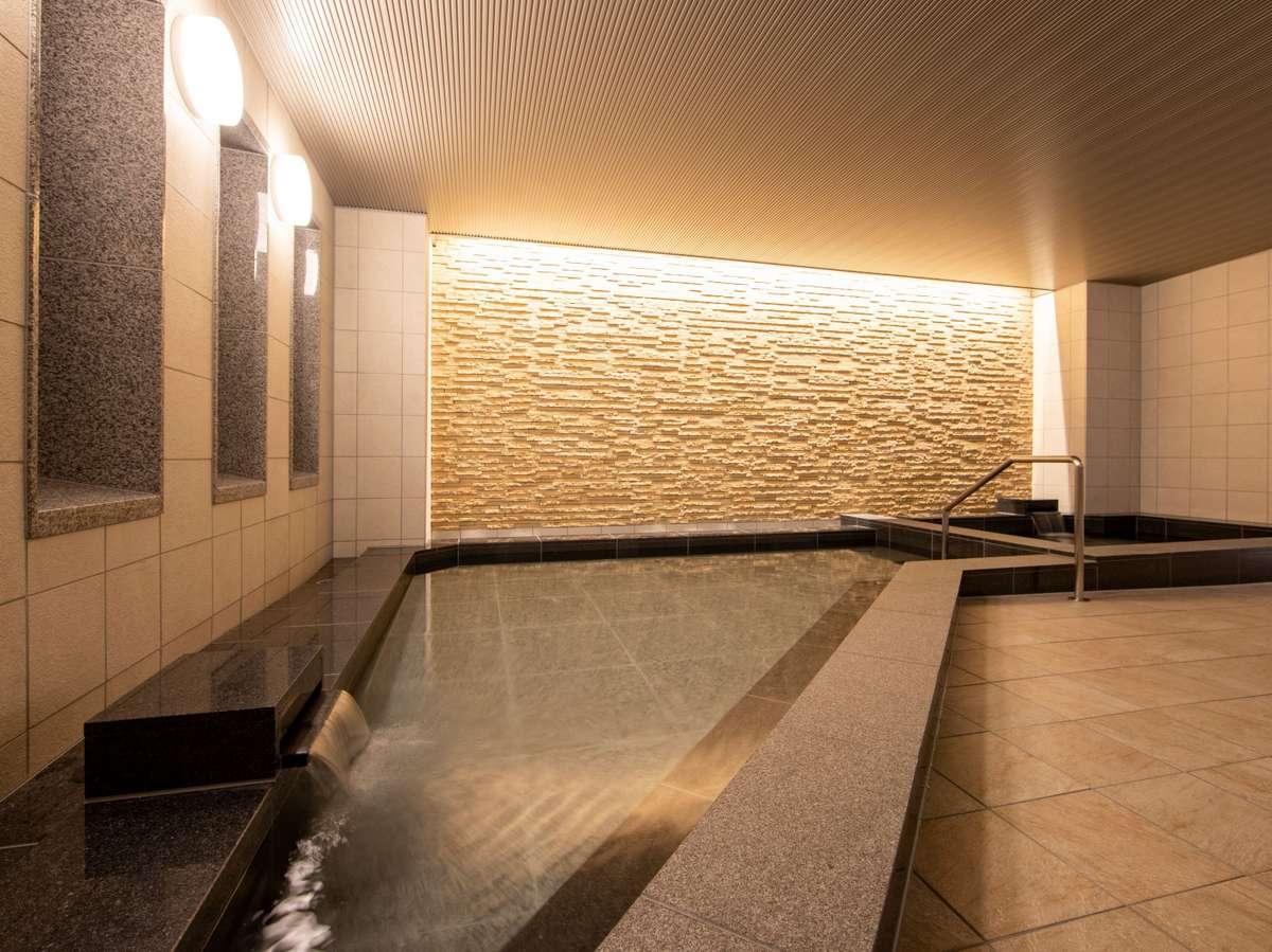 大浴場(女湯)湯舟にじっくりとつかりながら1日の疲れをお取りください。