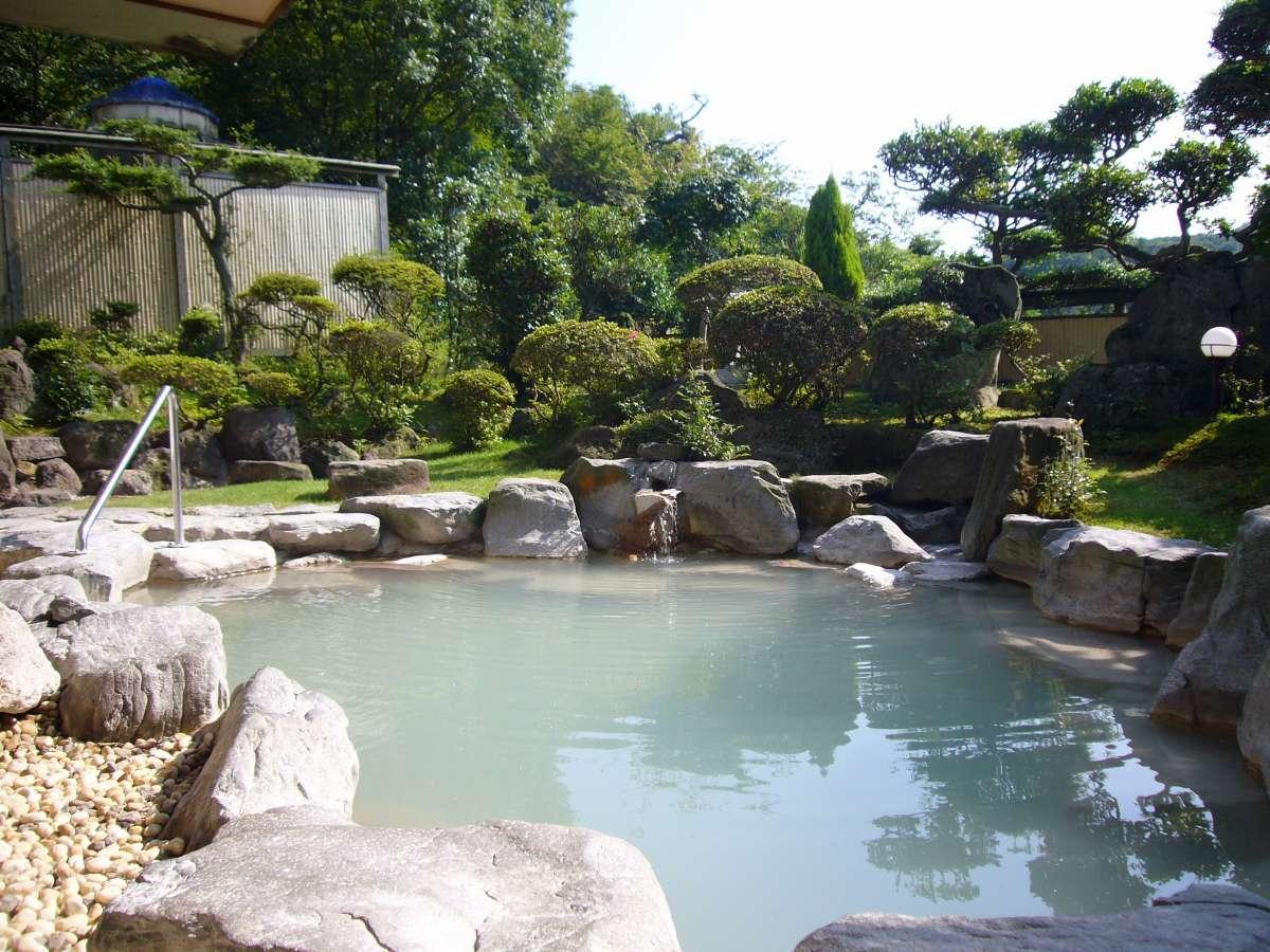 解放感のある露天風呂 絹笠山を一望