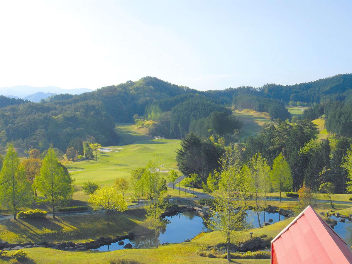 「オーガスタゴルフナショナルコース」の華麗さをモデルとして設計されています