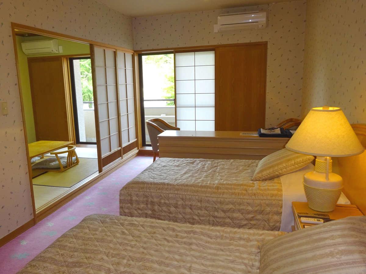 【和洋室一例】和室と洋室の利点を兼ね備えたお部屋。最大4名様まで利用可能