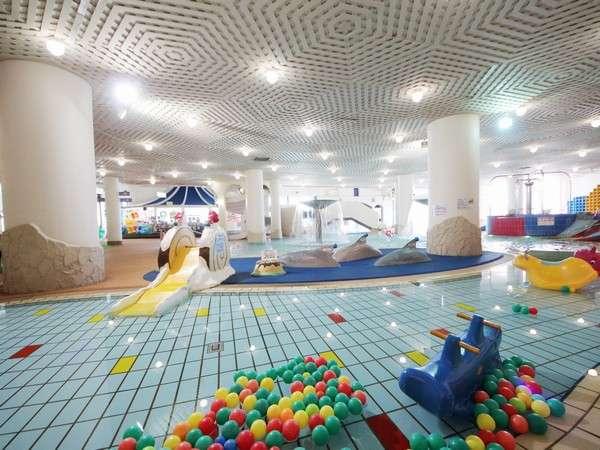 水深15cmの幼児プールでお子様のプールデビューに最適です。