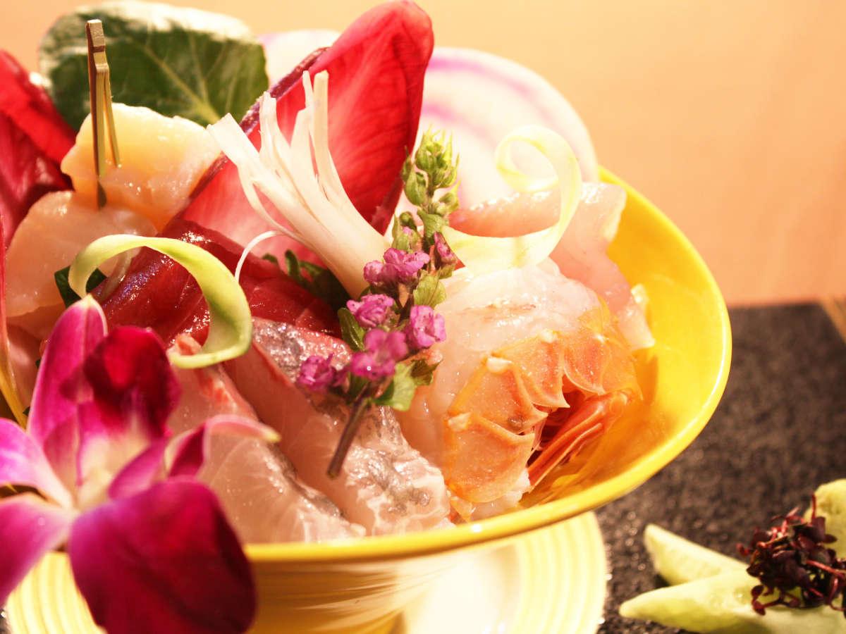 三河湾の海の幸をはじめ、地の食材をふんだんに盛り込んだ創作和会席