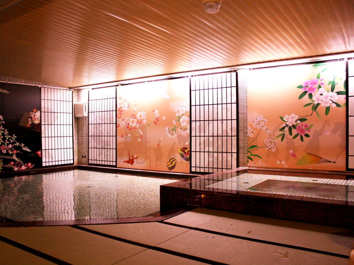 畳敷き、和風の設えを施した大浴場で心安らぐ
